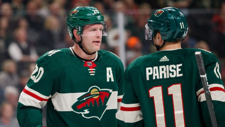 Ryan Suter signs with stars